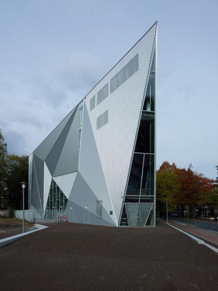نمایشگاه معماری و طراحی داخلی - ساختمان هایی با زاویه های شارپ