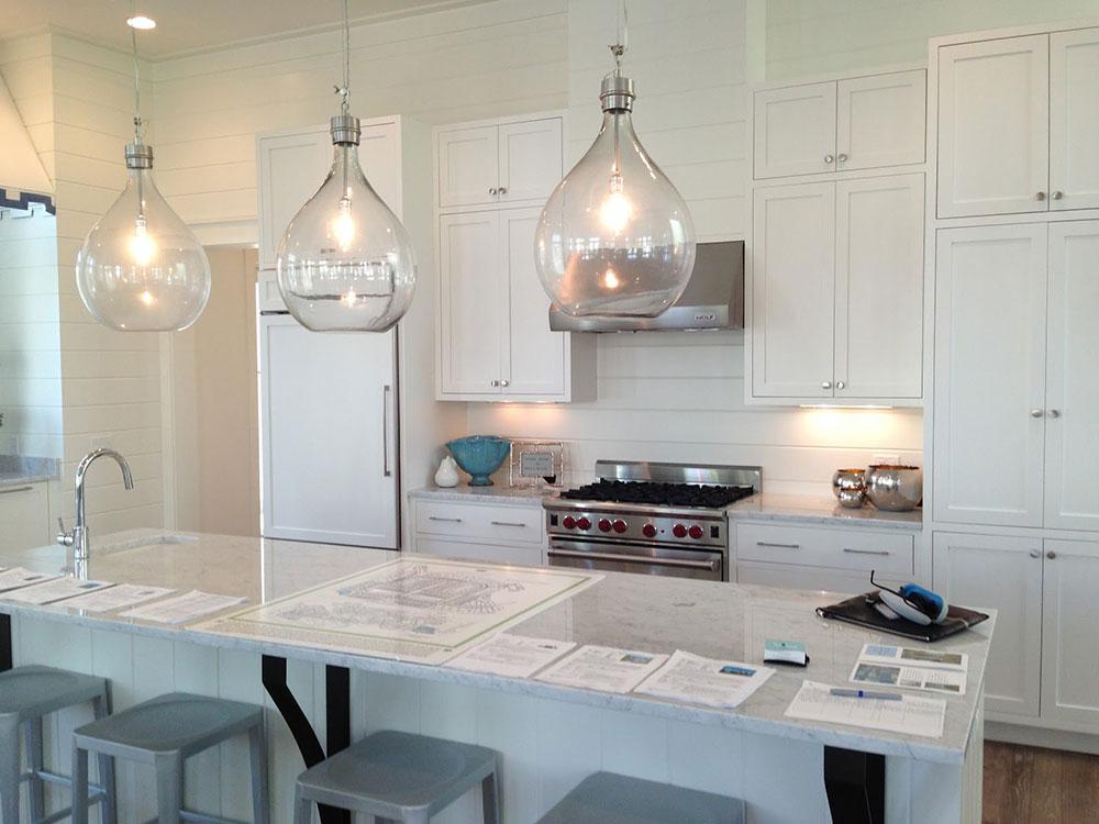 دکوراسیون داخلی آشپزخانه : آشپزخانه با کابینت های سفید