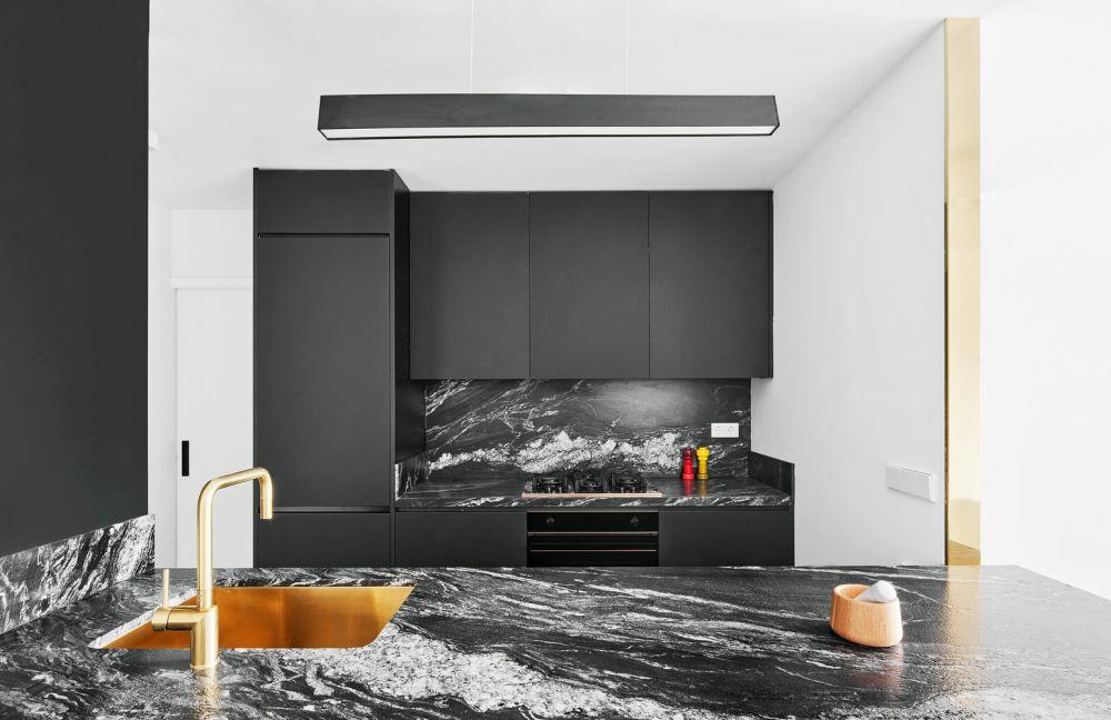 دکوراسیون داخلی آشپزخانه با رنگ سیاه